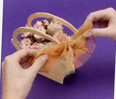 طريقة عمل سلة ورد من الفلين بالصور،سلة ورد من الفلين،عمل فني يدوي بالصور panier carton fleur 6.jpg